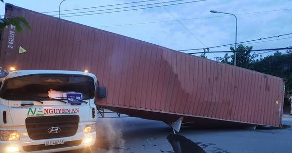 Tài xế xe container bị thùng xe đè tử vong