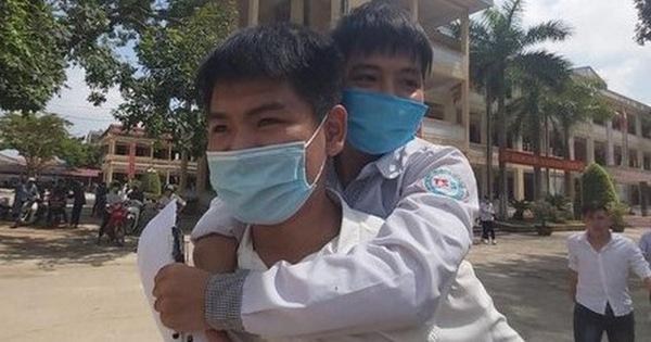 Trường ĐH Y Hà Nội trả lời về chuyện có đặc cách thí sinh 10 năm cõng bạn đi học