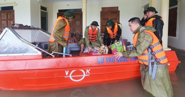 Hà Tĩnh phấn đấu người dân vùng ngập lụt đều có áo phao vào cuối năm 2021