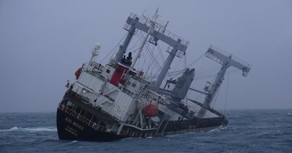 Đã cứu được 10 thuyền viên tàu hàng DONG YANG gặp nạn