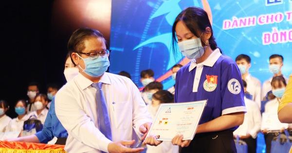 Học bổng Tiếp sức đến trường: Không thể dừng lại