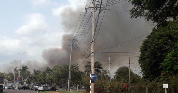 Kho chứa hơn 10 tấn hạt điều ở Phú Mỹ bốc cháy dữ dội