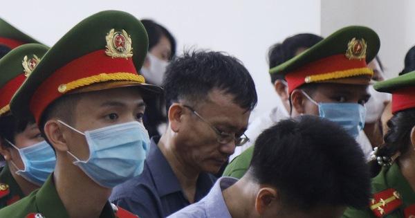 15 bị cáo hầu tòa trong vụ gian lận thi cử tại Hòa Bình