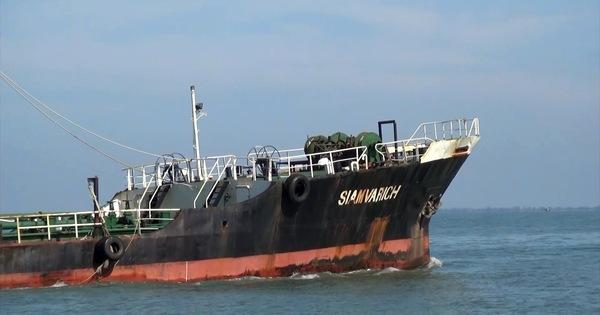 """Cảnh sát biển bắt """"tàu ma"""" chở nhiều dầu lậu vào biển Việt Nam"""