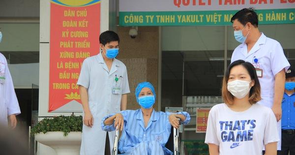 Nhân viên y tế làm việc thêm gần 4 giờ mỗi ngày trong dịch COVID-19