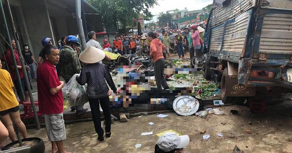 Tai nạn kinh hoàng: xe tải trọng lớn lao thẳng vô chợ, 5 người chết - Tuổi Trẻ Online