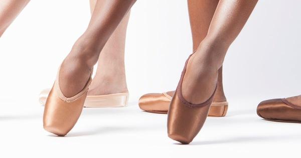 Giày múa ba lê thêm màu sẫm để ủng hộ phong trào chống phân biệt chủng tộc