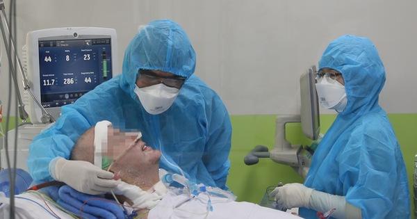 Đôi mắt bệnh nhân phi công người Anh đã mở to cùng nụ cười rất tươi