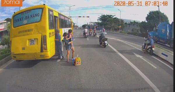 Đình chỉ 7 ngày tài xế xe buýt trả khách giữa đường quốc lộ 1
