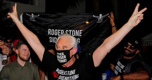 Ông Trump giúp cựu cố vấn thân cận Roger Stone thoát án tù 40 tháng
