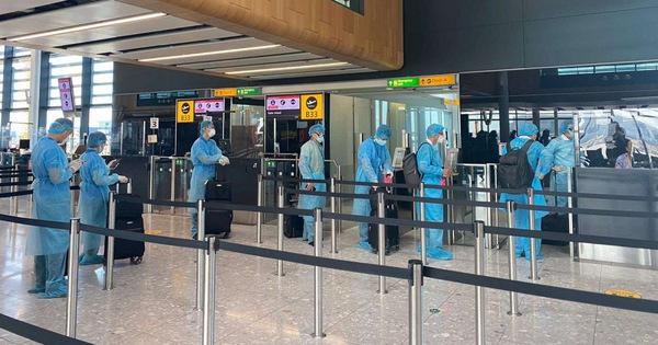 Đưa hơn 340 công dân Việt Nam từ Anh về nước