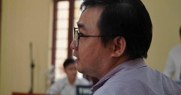 Tạm ngừng phiên tòa xử thầy cho học sinh diễn ''cảnh nhạy cảm'' kiện trường Võ Trường Toản