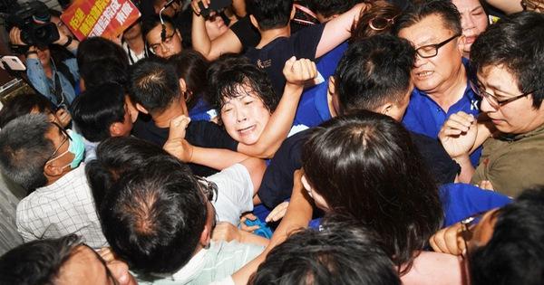 Nghị sĩ Đài Loan ẩu đả loạn xạ phản đối đề cử nhân sự, nhiều người bị thương