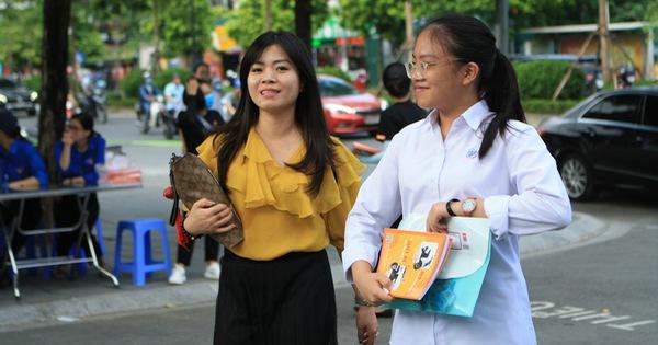 Ngày 16-7, gần 89.000 học sinh Hà Nội làm thủ tục dự thi vào lớp 10