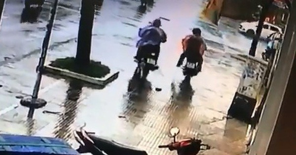Trộm xe làm rớt chiếc ví, phát hiện có đến… hai nạn nhân?