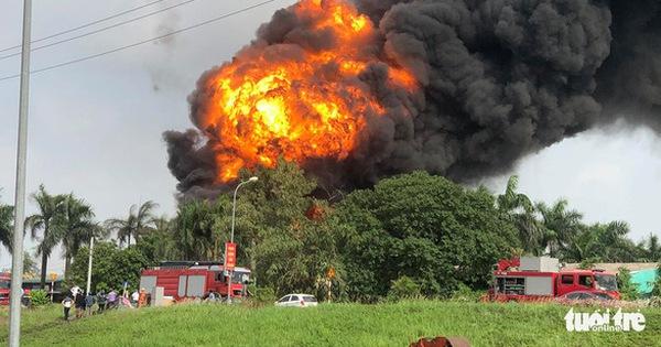 Phó thủ tướng yêu cầu Hà Nội điều tra vụ cháy kho hóa chất