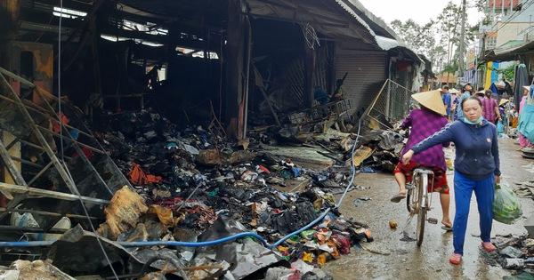Cháy lớn ở chợ Nhị Quý, thiệt hại khoảng 5 tỉ đồng