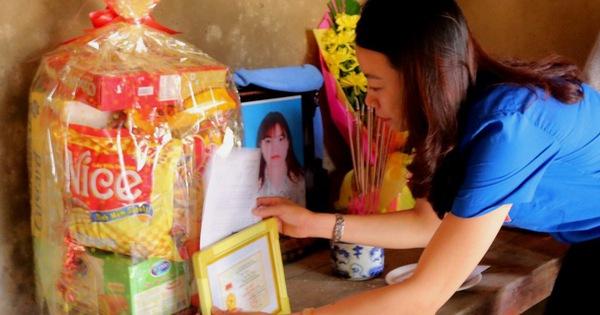 Truy tặng huy hiệu ''Tuổi trẻ dũng cảm'' cho cô gái cứu người đuối nước
