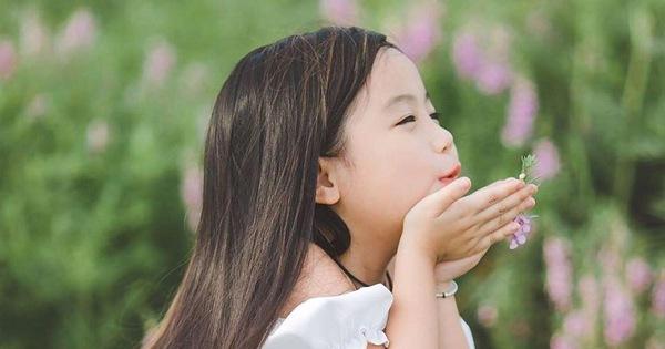 'Sinh con gái - hái niềm vui'