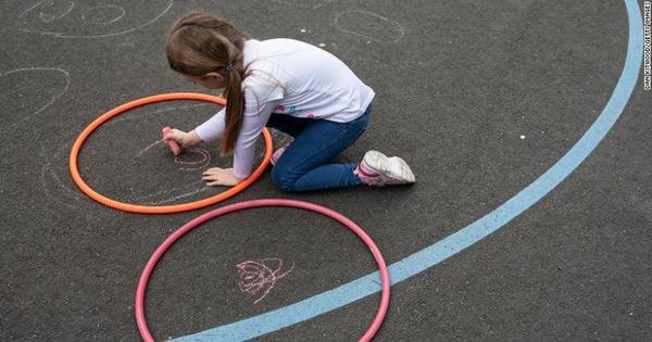 Giới khoa học bối rối: Có những trẻ em bị COVID-19 hành hạ nhiều tháng liền