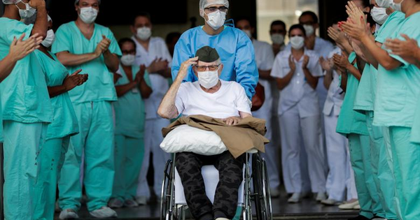 CHUYỆN LẠ: Hàng chục bệnh nhân trăm tuổi ở Mexico đánh bại COVID-19