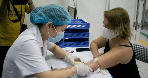 Nữ bệnh nhân COVID-19 người Mỹ bay từ TP.HCM ra Hà Nội hiến tặng huyết tương