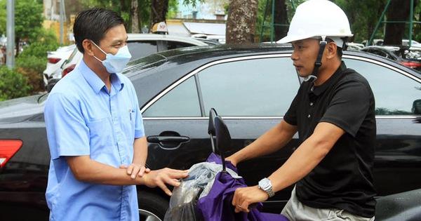 Chủ tịch Hải Phòng xuống đường nhắc người dân đeo khẩu trang nơi công cộng
