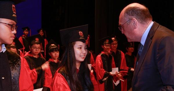 Học sinh được nhận 2 bằng tú tài với chương trình quốc...