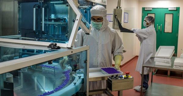 Các tỉ phú Ấn Độ quyết tâm sản xuất vaccine ngừa COVID-19 ngay giai đoạn thử nghiệm