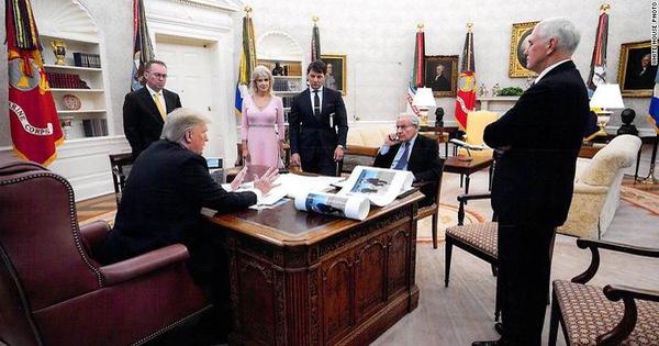 Tổng thống Trump khoe 'ảnh ngầu' là ảnh gì?