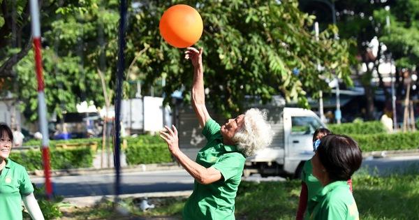 60, 70 vẫn chơi bóng rổ, bóng chuyền