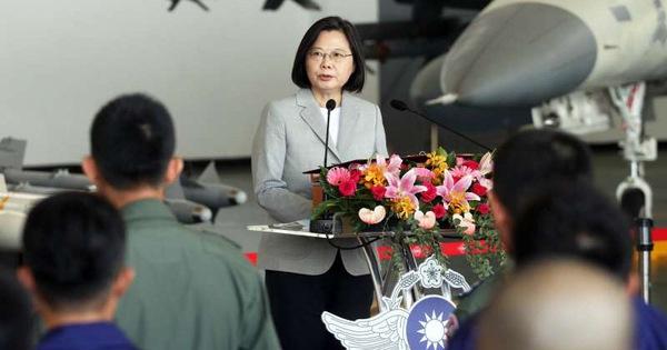Bà Thái Anh Văn ca ngợi phi công Đài Loan ''anh dũng'' chặn chiến đấu cơ Trung Quốc