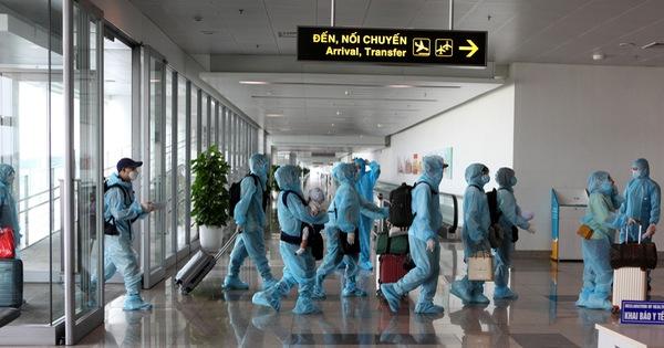 Chuyến bay quốc tế thường lệ đầu tiên chở khách từ...