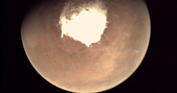 Phát hiện nhiều ao nước mặn bị vùi lấp dưới lớp băng sao Hỏa