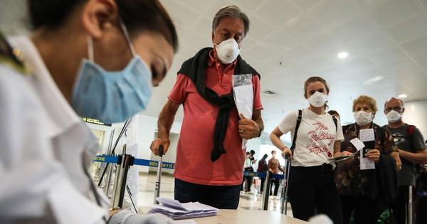 Người nhập cảnh phải cách ly, xét nghiệm COVID-19 âm tính mới được làm việc, hội họp ở Hà Nội