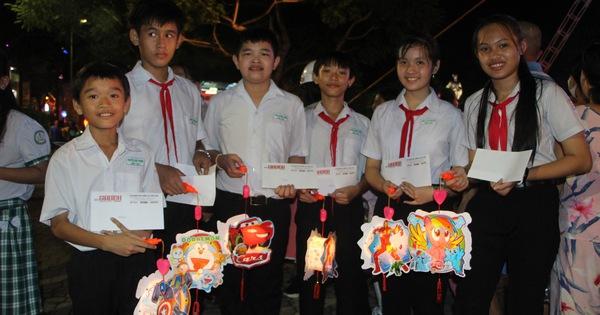 600 phần quà cho trẻ em nghèo TP Cần Thơ vui Tết Trung thu