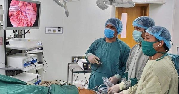Dạ dày cụ bà nằm gần trọn trong lồng ngực, bác sĩ Cần Thơ mổ 3 tiếng