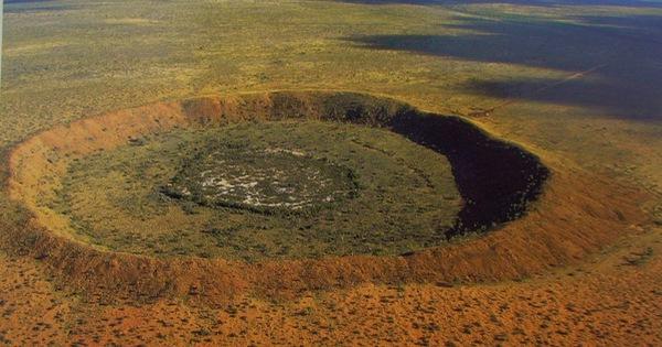 Những hố thiên thạch triệu năm tuổi trên Trái đất