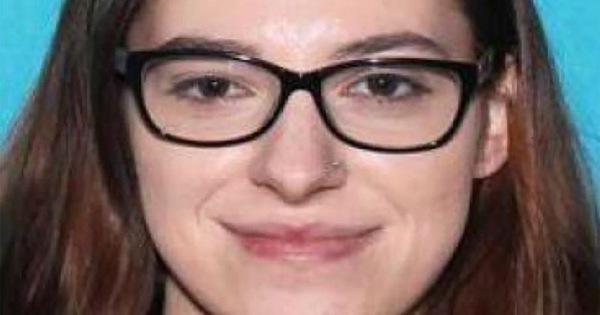 Người tình cũ của người ăn cắp máy tính của bà Pelosi tố: cô ta tính bán cho tình báo Nga