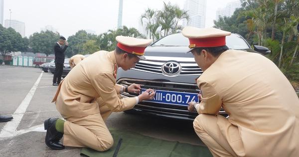 Kiểm định, gắn biển tạm thời cho 109 ôtô phục vụ Đại hội XIII
