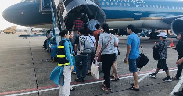 3 hãng bay bị yêu cầu dừng mở bán vé vượt quá slot được cấp
