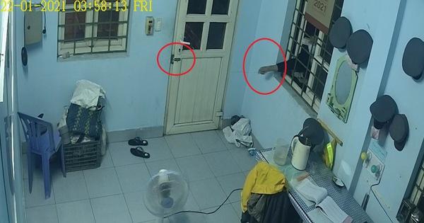 Clip trộm thò móc qua cửa sổ mở then ngang cửa chính để vô nhà