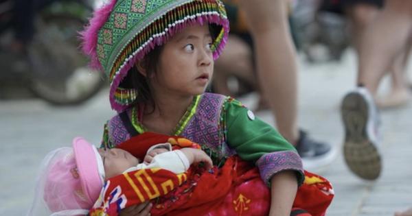 Sapa kêu gọi không 'mua hàng rong để bảo vệ quyền trẻ em'