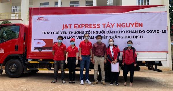 Ấm lòng nghĩa cử cao đẹp của nhân viên J&T Express