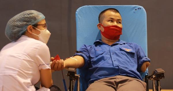 Chàng trai một tay vượt 40km sẻ chia giọt máu gửi miền Nam ruột thịt