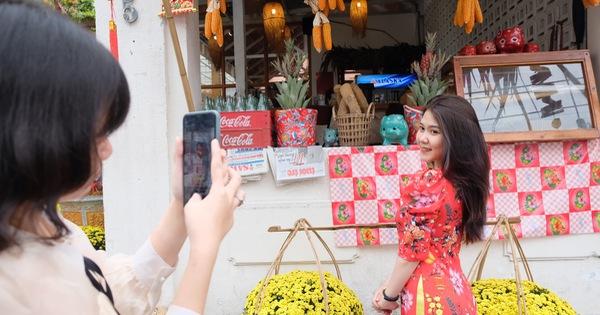 TP.HCM: Hàng quán 'hồi hộp' mở cửa buôn bán đầu năm mới