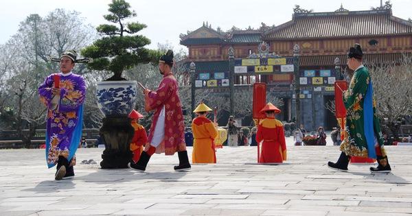 Tái hiện buổi thiết triều đầu năm trong hoàng cung Huế