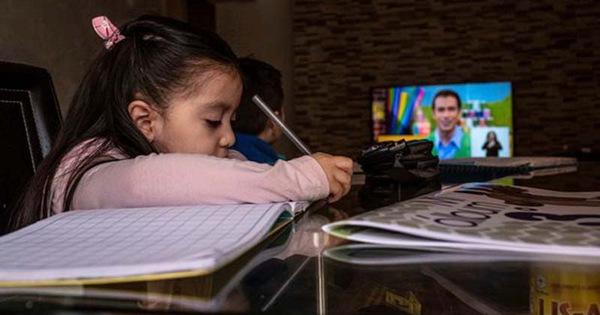 Dạy học từ xa: 'Lôi kéo' truyền hình, phát thanh vào cuộc