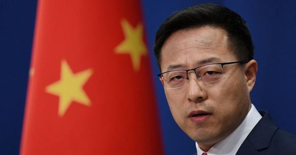 Trung Quốc bác tin bắt các nhà ngoại giao Mỹ xét nghiệm COVID-19 từ... hậu môn