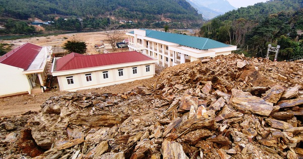 Thanh Hóa chỉ đạo khắc phục vụ cả quả đồi sạt xuống trường học và trụ sở xã